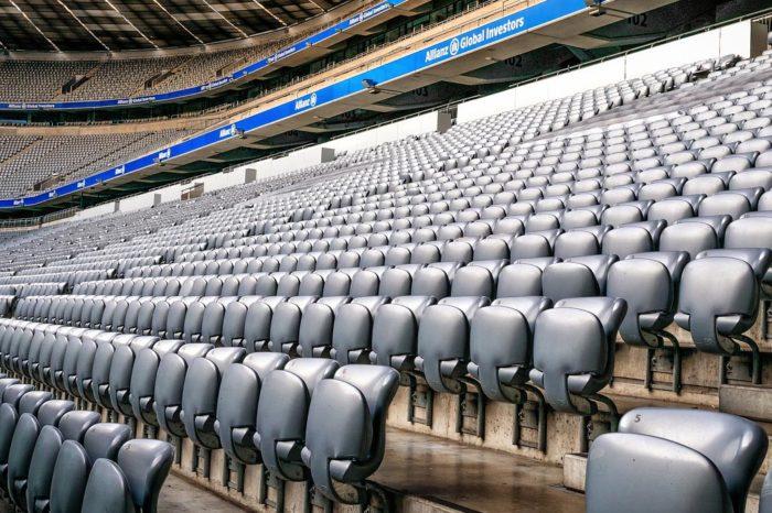 Slovensko a Itálie zakazují organizaci sportovních zápasů. V jiných zemích se bude hrát bez diváků