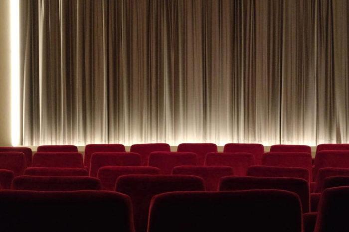 Čtvrtina amerických diváků preferuje nové filmy v pohodlí domova místo návštěvy kina
