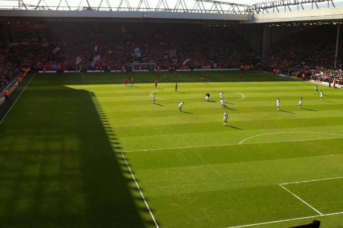 Premier League se v Británii zabývá možností volného vysílání vybraných zápasů bez diváků