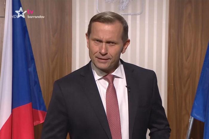Seriál Premiér s Jaromírem Soukupem působí jako MOJE ZPRÁVY v hrané podobě